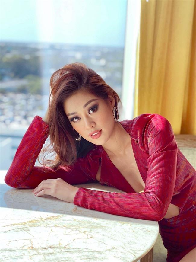 """Khánh Vân """"đốt mắt"""" cộng đồng mạng bằng outfit hở bạo trong ngày thứ 2 """"ra quân"""" Miss Universe 2020 - Ảnh 5."""