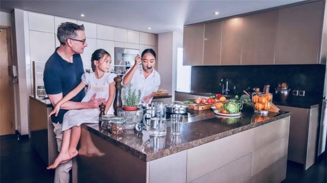 không gian bếp nhà Đoan Trang 6