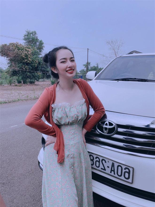 Em vợ Lê Dương Bảo Lâm xinh đẹp không kém hot girl - Ảnh 4.