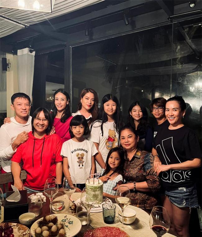 Nhóm nhóc tì đình đám Vbiz tụ họp, con gái Trương Ngọc Ánh gây sốt nhờ ngoại hình nổi bật - Ảnh 2.