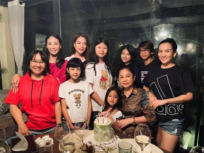 Nhóm nhóc tì đình đám Vbiz tụ họp, con gái Trương Ngọc Ánh gây sốt nhờ ngoại hình nổi bật - Ảnh 3.