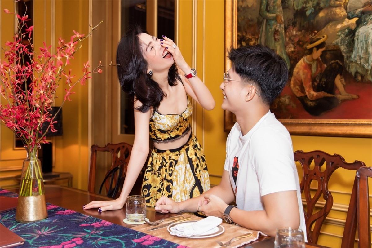 Lệ Quyên không ngần ngại chia sẻ những hình ảnh hạnh phúc bên Lâm Bảo Châu. Cô cũng bảo vệ bạn trai trước những bình luận tiêu cực của khán giả./.