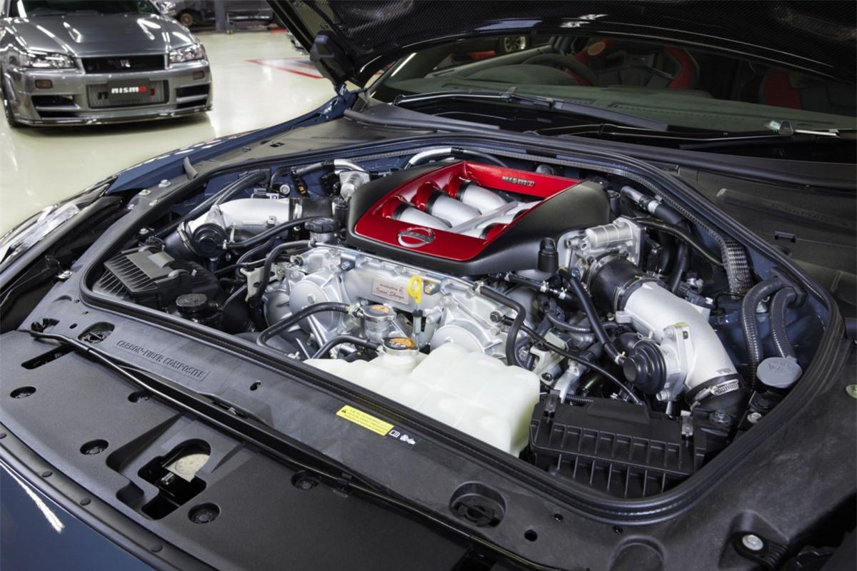 Nissan GT-R Nismo Special Edition sẽ có thêm một số chi tiết được chế tạo đặc biệt như xéc-măng, thanh truyền, trục khuỷu, bánh đà, puly và lò xo xu-páp với sai số ít hơn, mang đến cho động cơ khả năng tăng tốc nhanh hơn và vận hành bộ tăng áp hiệu quả hơn.