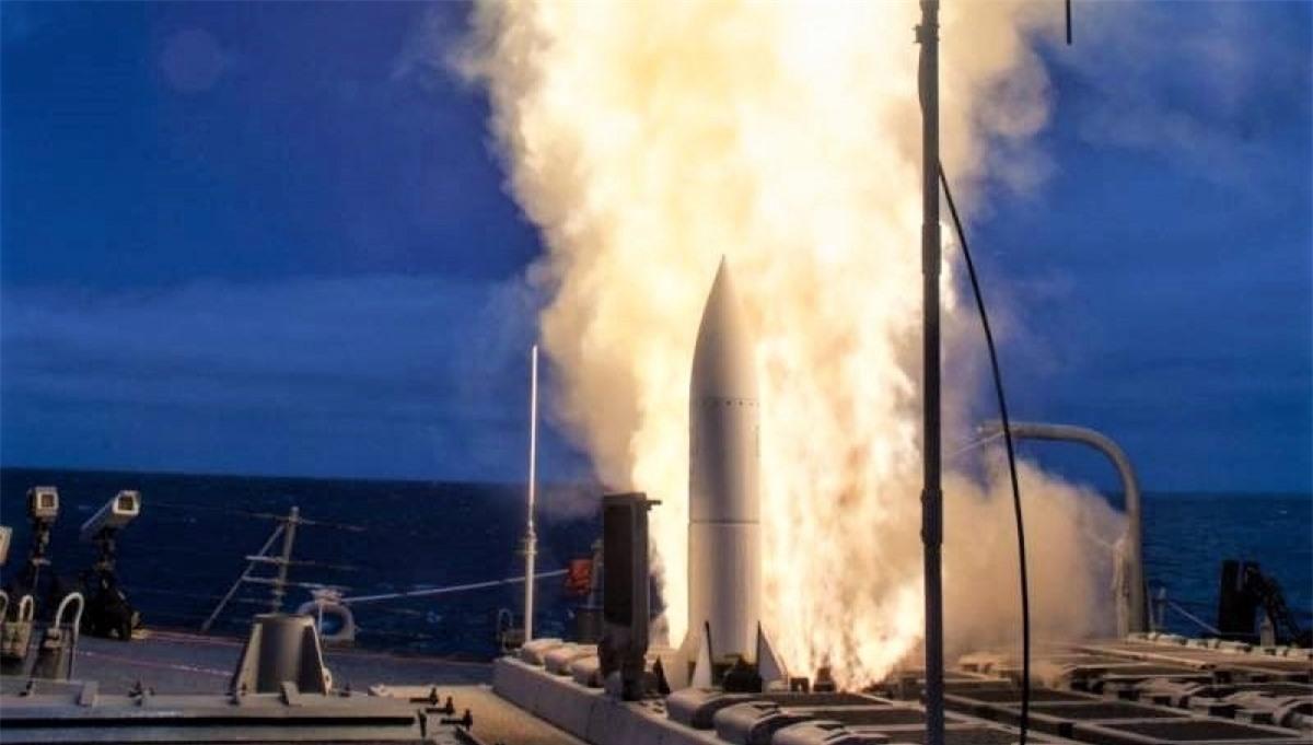 Hình ảnh phóng thử SM-6 từ tàu chiến Mỹ; Nguồn: topwar.ru