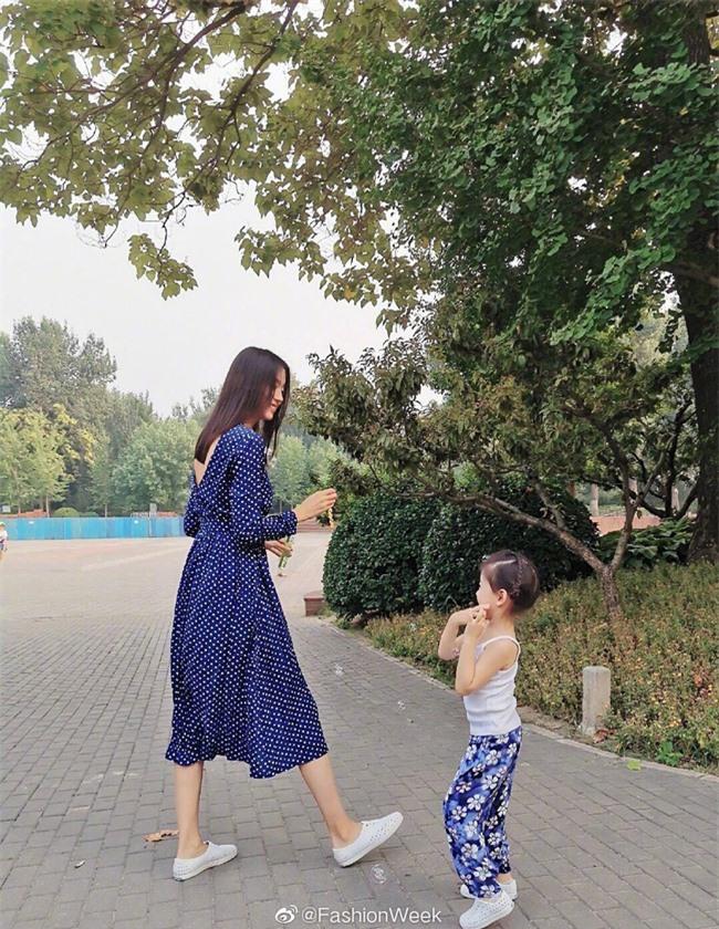 Trầm trồ trước nhan sắc và vóc dáng thật của Hoa hậu Thế giới Trương Tử Lâm khi mang thai lần 2 - Ảnh 11.