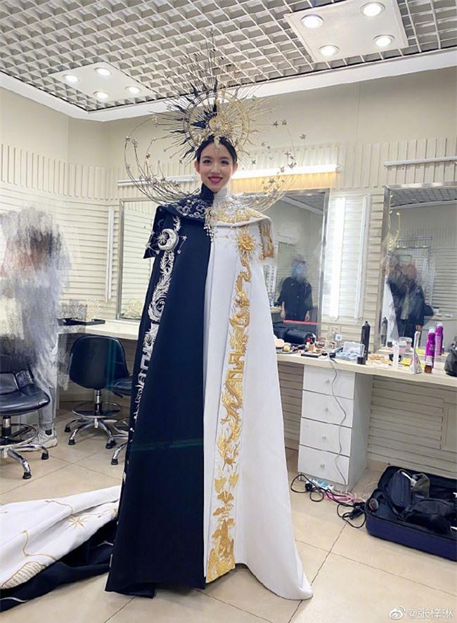 Trầm trồ trước nhan sắc không trang điểm của hoa hậu Trương Tử Lâm khi mang thai lần 2 - Ảnh 7.