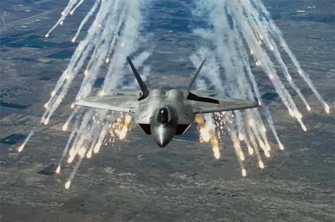 'Vua tác chiến' Su-35 của Nga vượt trội 'chim ăn thịt' F-22 ảnh 4