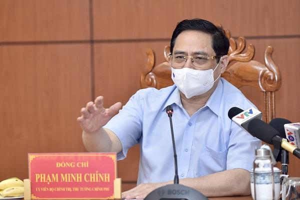 Thủ tướng Phạm Minh Chính: Nguy cơ dịch trên toàn quốc đã hiện hữu, phải triển khai các biện pháp cứng rắn hơn, mạnh mẽ hơn, tích cực hơn, bám sát tình hình thực tế hơn, để ngăn chặn dịch bệnh. Ảnh: VGP