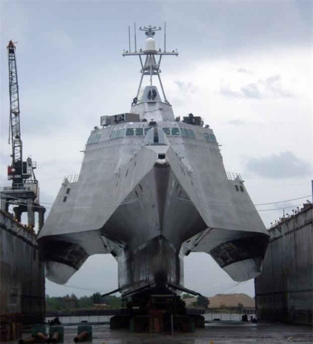 Một chiếc tàu chiến hiện đại khi ở chưa xuống nước