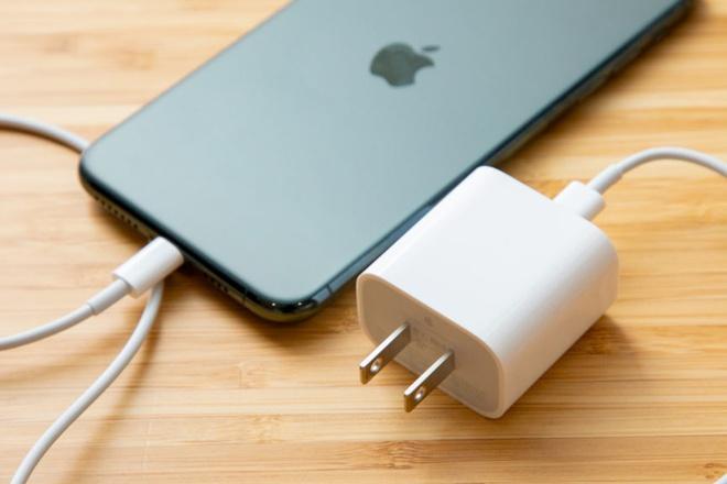 Những sai lầm căn bản mà người dùng thường gặp phải khi sạc iPhone