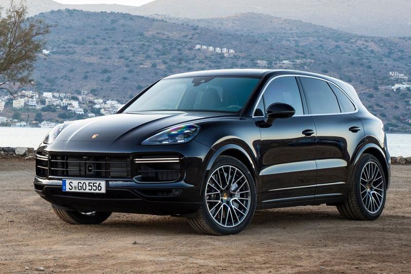 =6. Porsche Cayenne Turbo (công suất tối đa: 541 mã lực, thời gian tăng tốc từ 0-100 km/h: 3,7 giây).
