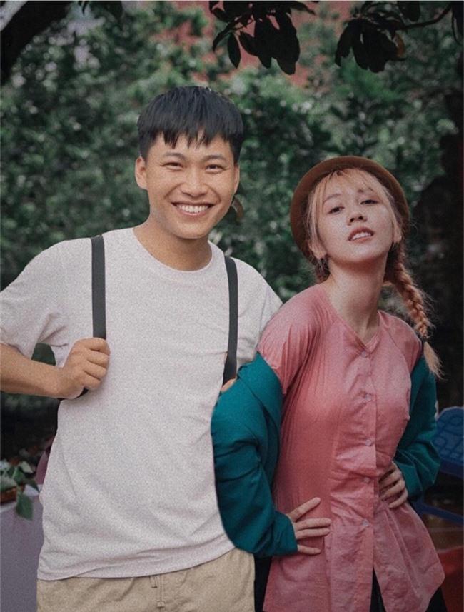 Mũi trưởng Long công khai tình cảm dành cho Hậu Hoàng, làm điều đặc biệt khiến fan náo loạn giữa đêm  - Ảnh 3.