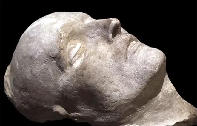 Napoléon chết vì nỗi ám ảnh với nước hoa, dùng 50 chai mỗi tháng? - Ảnh 3.