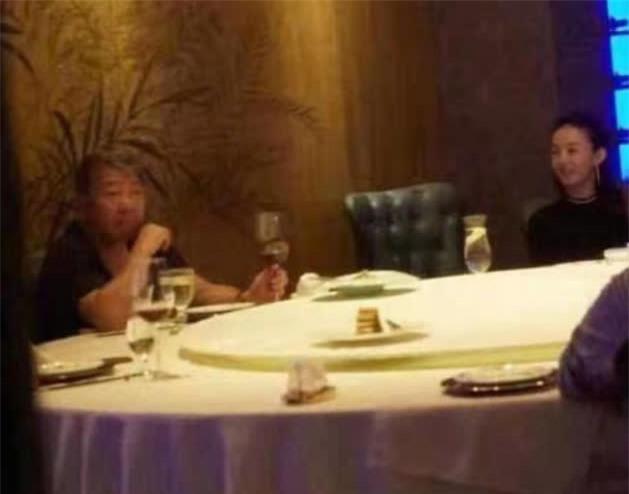 SỐC: Phùng Thiệu Phong tung clip ngoại tình của Triệu Lệ Dĩnh với đạo diễn 67 tuổi, nữ diễn viên khóc lóc xin lỗi - Ảnh 4.