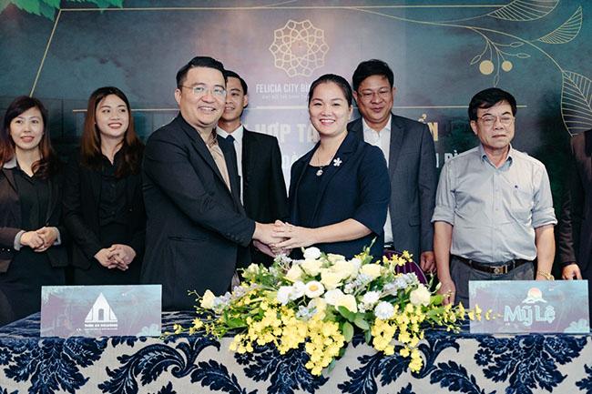Lãnh đạo hai đơn vị chủ đầu tư và nhà phân phối chụp ảnh đánh dấu sự hợp tác, quyết tâm hoàn thiện Đại đô thị Felicia City Bình Phước.