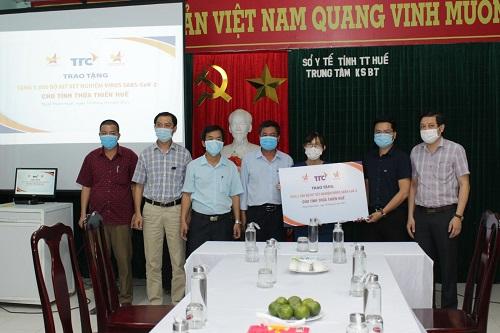 Hội Doanh nhân trẻ Việt Nam tặng kit xét nghiệm Covid-19 cho Huế, Lâm Đồng