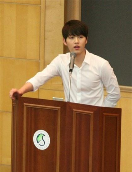 Bài đăng của Song Joong Ki thời đại học bỗng bị đào lại, ai ngờ học trưởng đẹp trai huyền thoại hồi đó khác hẳn bây giờ - Ảnh 2.