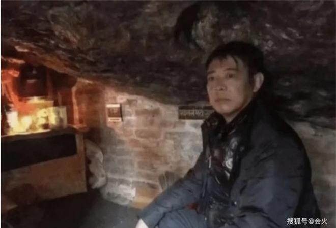 Cuộc sống bí ẩn của Lý Liên Kiệt ở tuổi 58: Hàng ngày ngồi thiền trong hang, tiều tụy, vô hồn? - Ảnh 1.