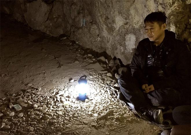 Cuộc sống bí ẩn của Lý Liên Kiệt ở tuổi 58: Hàng ngày ngồi thiền trong hang, tiều tụy, vô hồn? - Ảnh 2.