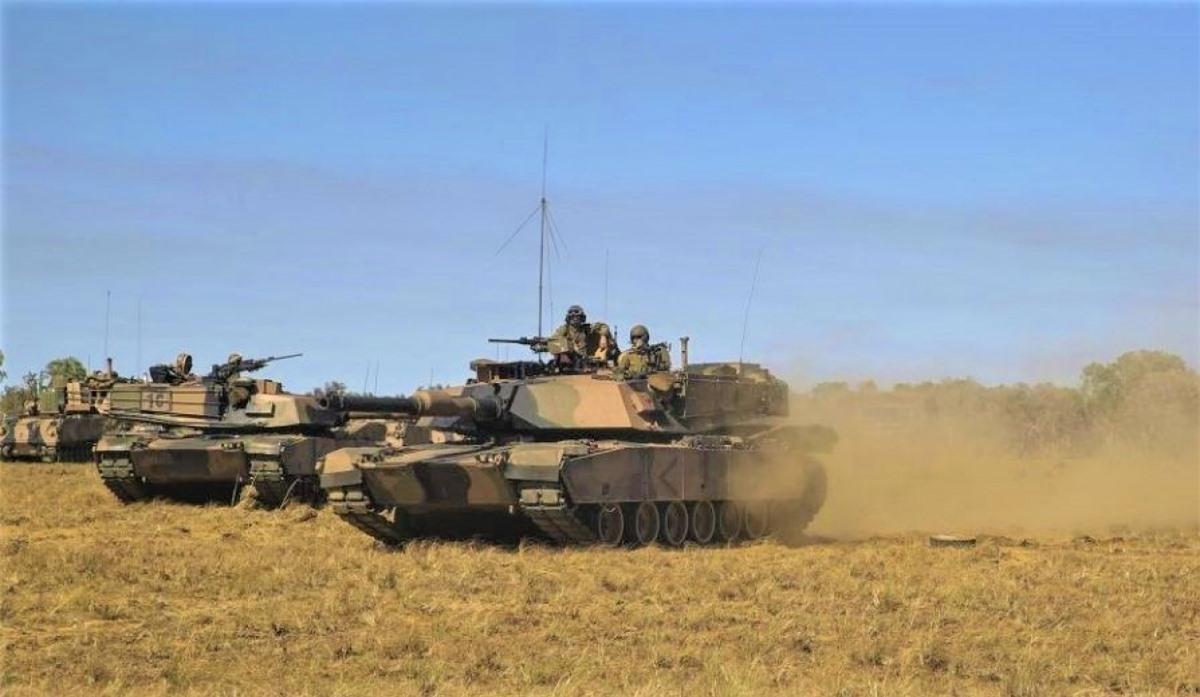 Ước tính, lượng khí thải carbon từ xe tăng Abrams tương đương với 10 xe Mercedes-Benz; Nguồn: nodum.org