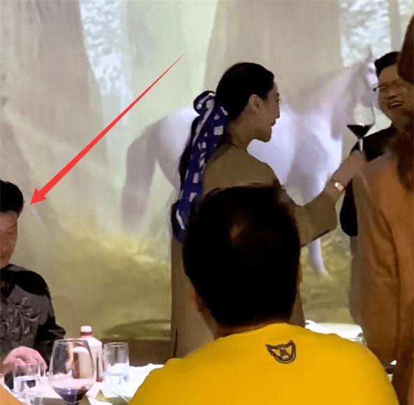 Xôn xao hình ảnh Phạm Băng Băng đi giao lưu uống rượu cùng đại gia? - Ảnh 3.