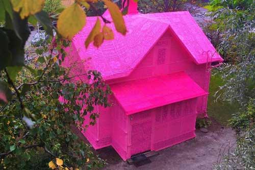 Thú vị ngôi nhà bằng len hồng của những phụ nữ Ba Lan