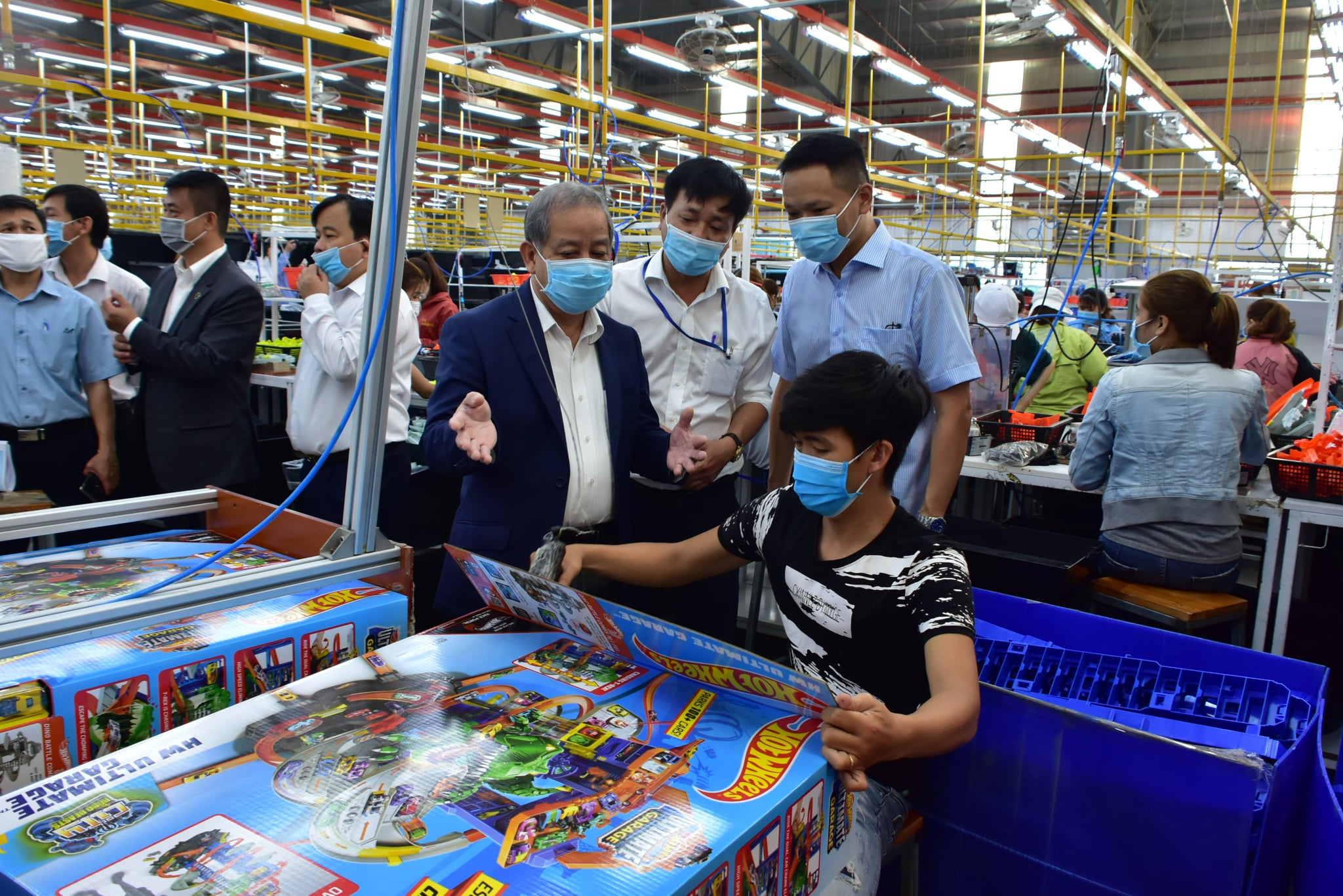 Chủ tịch UBND tỉnh Thừa Thiên Huế kiểm tra tình hình sản xuất kinh doanh và phòng chống dịch Covid-19 tại doanh nghiệp.