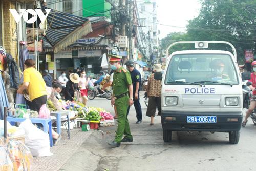Ảnh: Giải tỏa các điểm chợ cóc, chợ tạm ở Hà Nội để phòng, chống dịch Covid-19