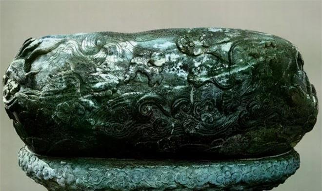Bảo vật đen đủi nhất: Tạo tác từ 3,5 tấn ngọc quý hiếm rồi làm hũ muối dưa suốt 300 năm - Ảnh 2.
