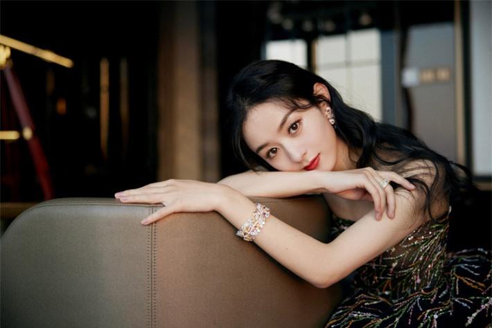 Những mỹ nhân Hoa ngữ đẹp nhất trong mắt người Hàn Quốc: Dương Mịch mất hút, Triệu Lệ Dĩnh và Địch Lệ Nhiệt Ba vẫn phải lép vế trước nữ idol này - Ảnh 11.