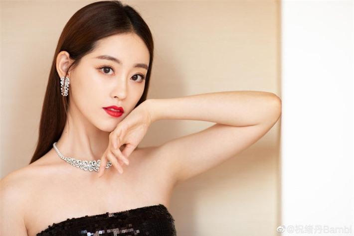 Những mỹ nhân Hoa ngữ đẹp nhất trong mắt người Hàn Quốc: Dương Mịch mất hút, Triệu Lệ Dĩnh và Địch Lệ Nhiệt Ba vẫn phải lép vế trước nữ idol này - Ảnh 3.
