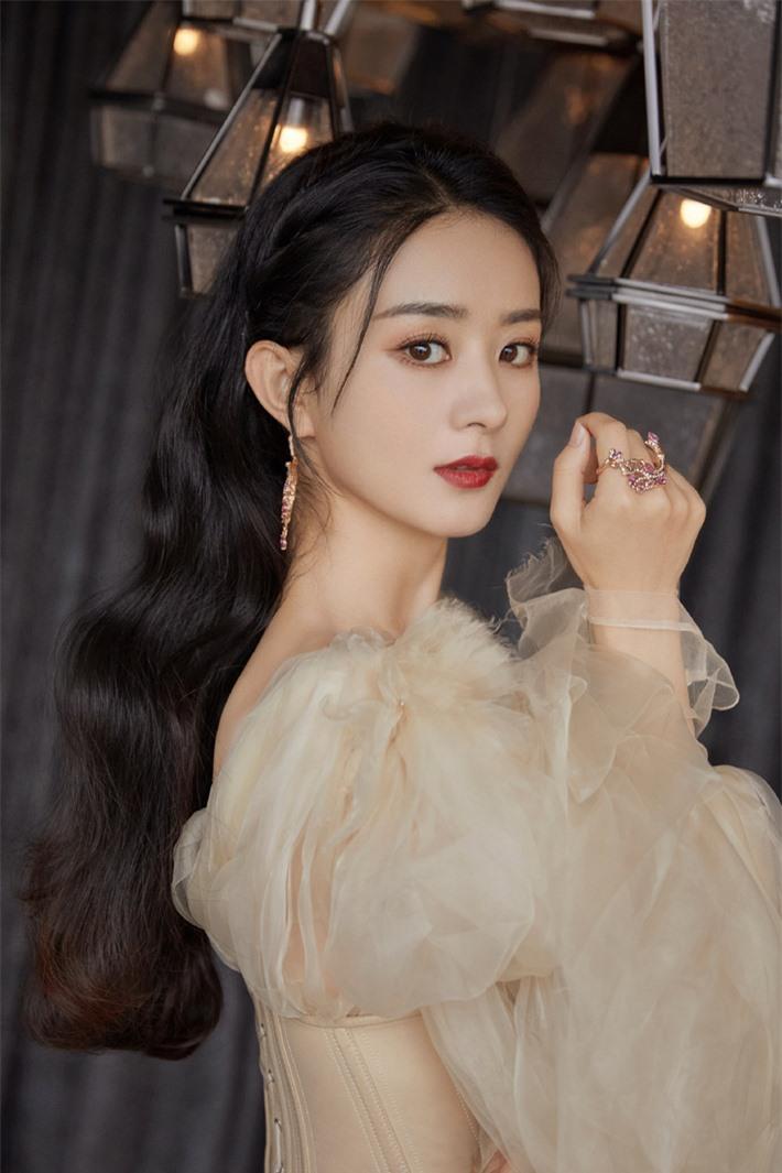 Những mỹ nhân Hoa ngữ đẹp nhất trong mắt người Hàn Quốc: Dương Mịch mất hút, Triệu Lệ Dĩnh và Địch Lệ Nhiệt Ba vẫn phải lép vế trước nữ idol này - Ảnh 9.