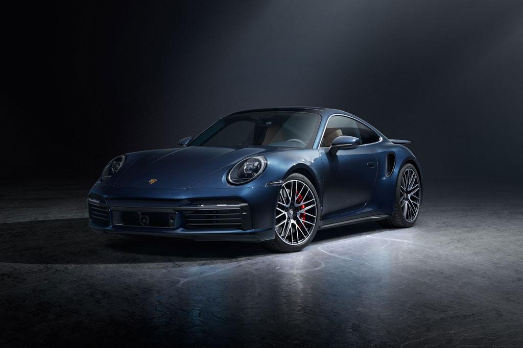 Porsche 911 Turbo phiên bản coupe.