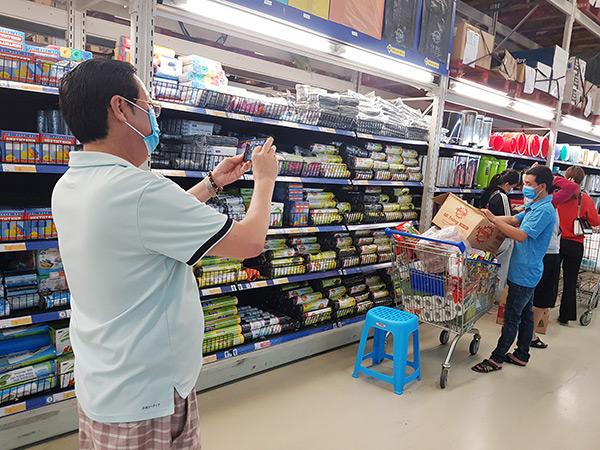 Lượng hàng ở các trung tâm thương mại, siêu thị dồi dào, nhiều chương trình bình ổn giá được áp dụng