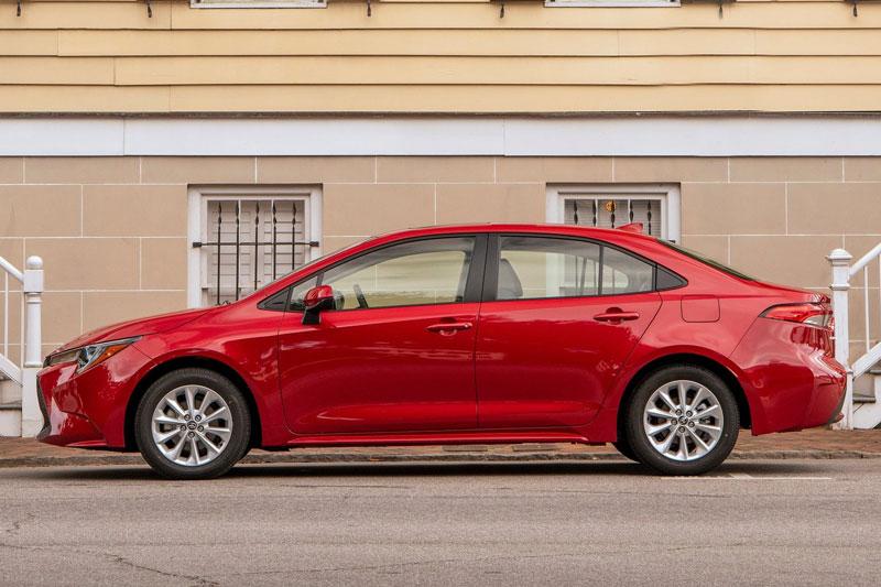 1. Toyota Corolla (doanh số: 303.808 chiếc).