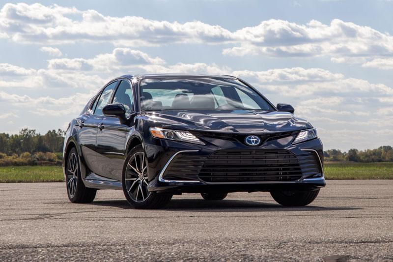 7. Toyota Camry (doanh số: 153.305 chiếc).