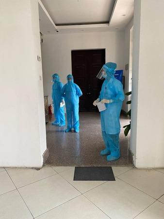 Trung tâm y tế quận Hoàn Kiếm lấy mẫu xét nghiệm sàng lọc Covid-19cho toàn bộ công chức, người lao động làm việc tại trụ sở Tổng cục.