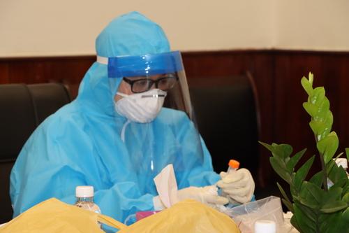 Vừa mới 7/5 đã được tầm soát dịch, các mẫu xét nghiệm của CB-NV đạt 100% an toàn.
