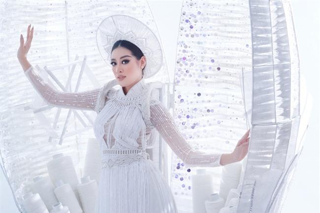 Cận cảnh trang phục dân tộc Khánh Vân trình diễn trong Bán kết Miss Universe 2020, gây trầm trồ nhất là thần thái của nàng Hậu - Ảnh 3.