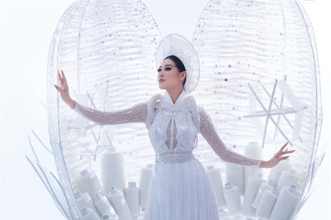 Cận cảnh trang phục dân tộc Khánh Vân trình diễn trong Bán kết Miss Universe 2020, gây trầm trồ nhất là thần thái của nàng Hậu - Ảnh 4.