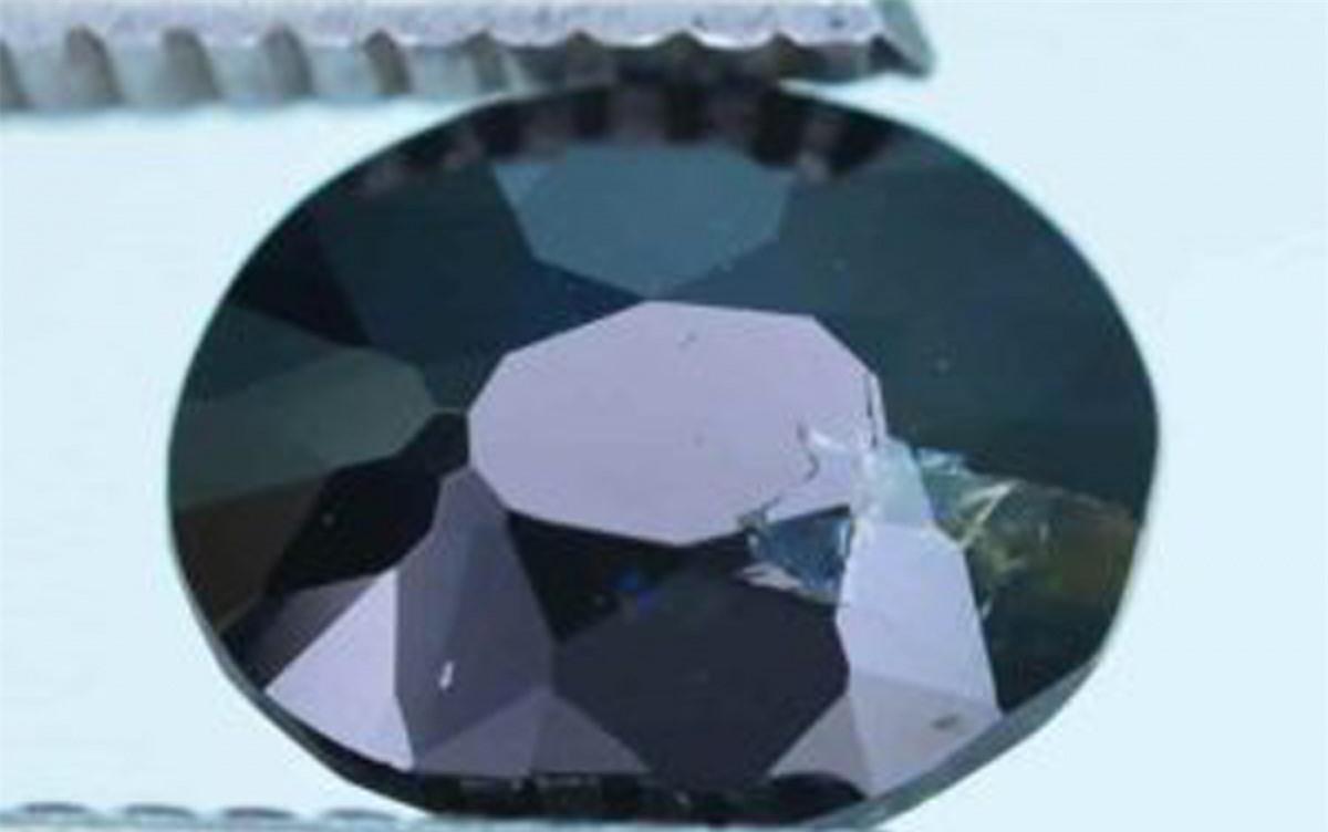 Viên đá quý Serendibite được tìm thấy ở Sri Lanka năm 1902. Mỗicarat của viên đá Serendibite này trị giá 18.000 USD.