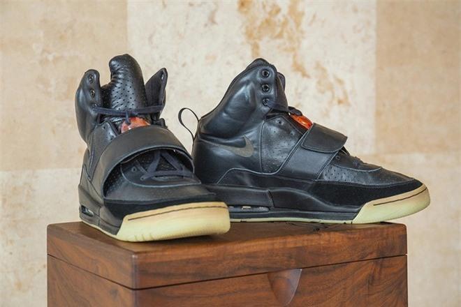 Dau gia giay Nike Air Yeezy 1 anh 2