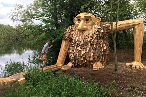 Sững sờ vì người gỗ khổng lồ trong rừng ở Copenhagen, Đan Mạch