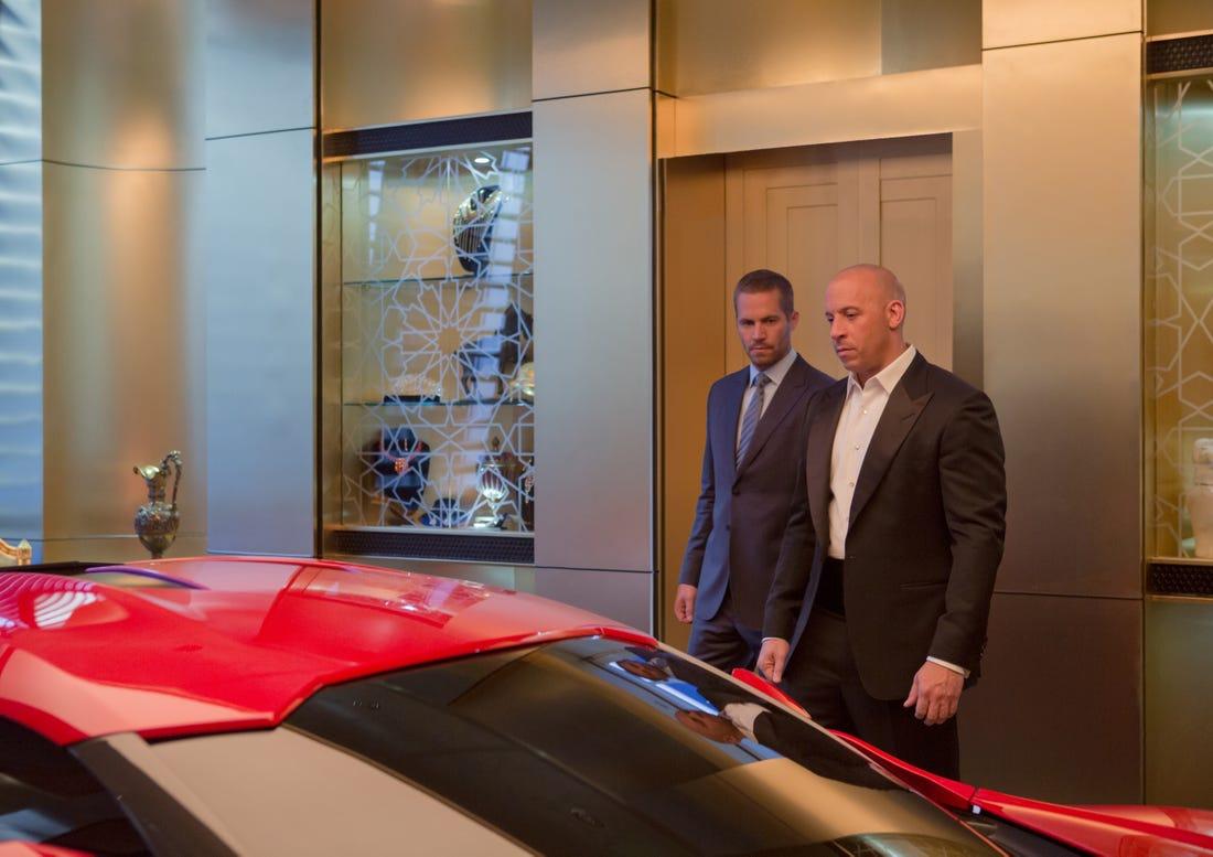 Vụ lao xe qua ba tòa nhà ở Fast & Furious 7: Khi đang thực hiện phi vụ ăn trộm một chiếc ổ cứng tại Abu Dhabi, Dom và cộng sự bị tấn công bởi Deckard Shaw. Dom và Brian đã ăn cắp chiếc xe được trưng bày để tẩu thoát. Cả hai đã lái chiếc xe đâm vỡ bức tường kính, lao vào khoảng không ở độ cao hàng trăm mét trước khi xuyên qua tòa nhà tiếp theo. Chiếc xe bị hỏng phanh tiếp tục lao vào tòa nhà thứ ba trước khi rơi tự do và vỡ nát tan tành.