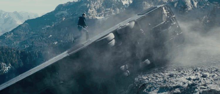 Màn thoát thân bên mép vực trong Fast & Furious 7 (2015): Trong cảnh phim, Brian và phản diện cùng thoát thân khỏi chiếc xe bị lật nghiêng và đang trôi về phía vực. Kẻ phản diện tẩu thoát, nhốt Brian trong chiếc xe giờ đã trôi được một nửa ra mép vực. Nam diễn viên trèo ra bên ngoài xe, ngay khi nó bắt đầu trôi xuống. Trong cảnh cuối, Brian guồng chân chạy dọc thân xe về phía đường, trong khi cả chiếc xe đang nhanh chóng rơi xuống.