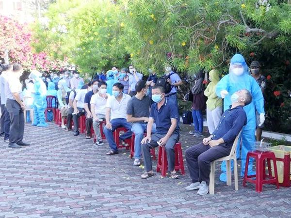 Ngay sau khi bất ngờ xuất hiện ca dương tính tại Công ty CP Trường Minh, CDC Đà Nẵng phối hợp với UBND quận Sơn Trà đã khẩn trương xét nghiệm, trruy vết cho toàn bộ người làm việc trong KCN An Đồn...