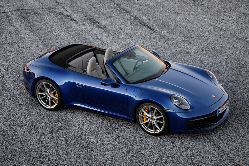 2. Porsche 911 Cabriolet 2021 (giá khởi điểm: 99.200 USD).