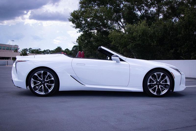 4. Lexus LC 500 Convertible 2021 (giá khởi điểm: 92.950 USD).