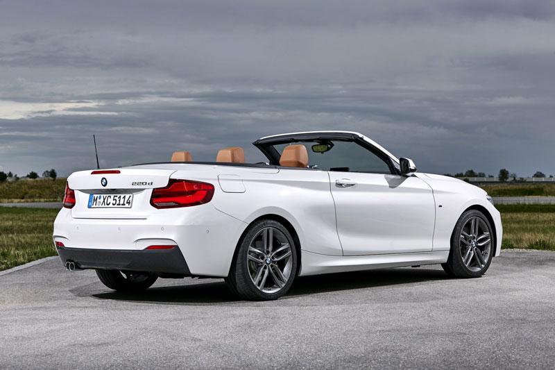 5. BMW 2-Series Convertible 2021 (giá khởi điểm: 35.900 USD).