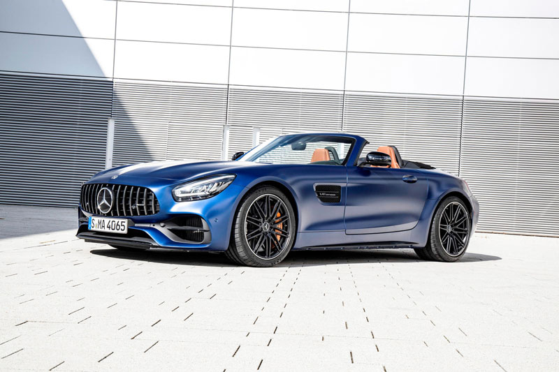 8. Mercedes-AMG GT Roadster 2021 (giá khởi điểm: 99.950 USD).